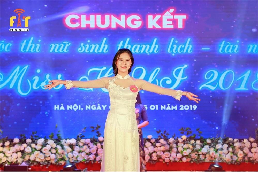 Tạ Yến Linh - Nữ sinh tài năng thanh lịch