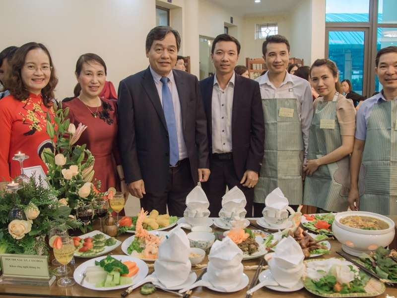 Khoa Công nghệ thông tin đạt giải Nhì tại hội thi cắm hoa nghệ thuật và nấu ăn năm 2020