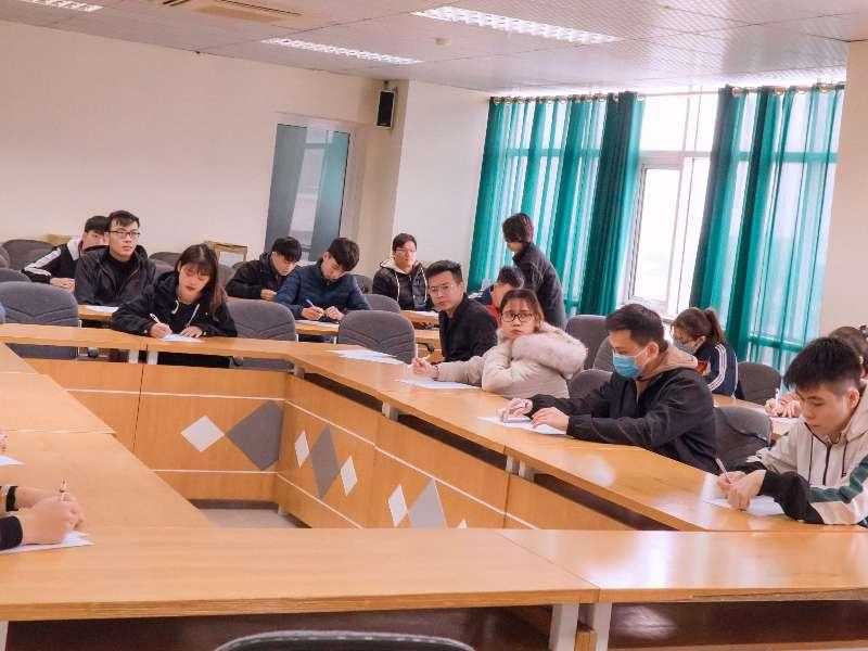 Hơn 500 sinh viên Khoa Công nghệ thông tin tham gia tuyển dụng thực tập tại doanh nghiệp