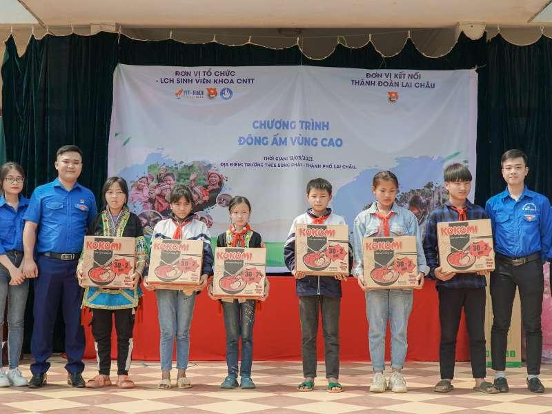 """Chương trình """"Đông ấm vùng cao"""" đến với học sinh huyện miền núi Lai Châu"""